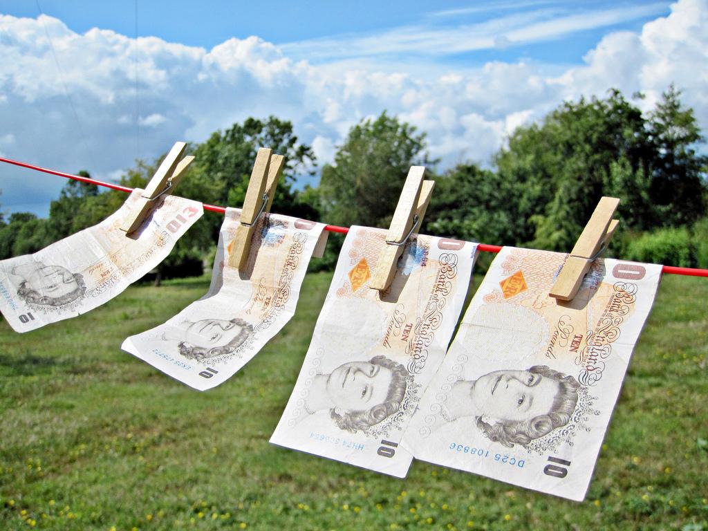 Londýn chce zprůhlednit britské daňové ráje – zavedením veřejných rejstříků