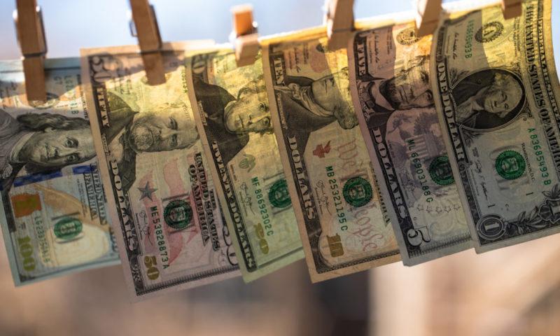 Zlaté pravidlo investigativní žurnalistiky: sleduj tok peněz