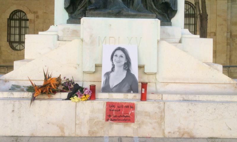 Rok po vraždě maltské investigativní novinářky policie stále nenašla objednavatele