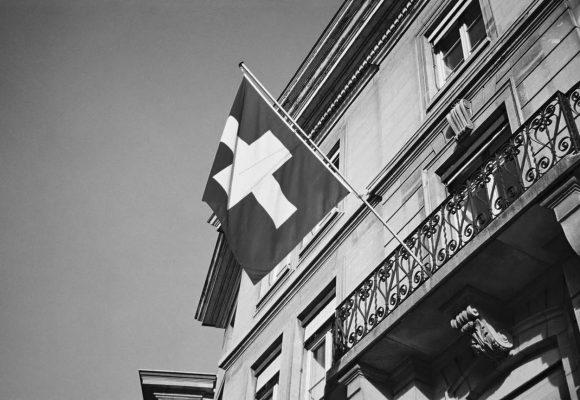 Po Evropské unii chystá úpravu zákonů proti praní peněz i Švýcarsko. Bude to stačit?