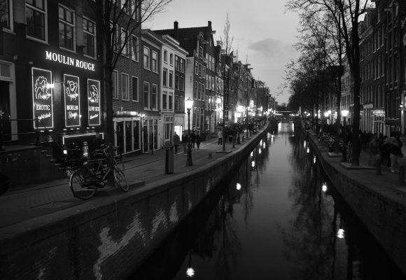 V Nizozemsku nutí obchodníci s lidmi tisíce cizinek k prostituci