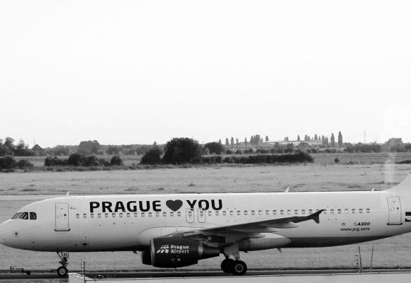 Zadržení pilotů pašujících kokain upozorňuje na vazby balkánských narkobossů k Česku