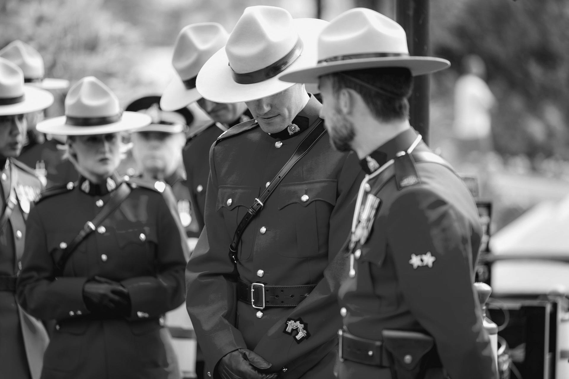 Vysoce postavený důstojník kanadské policie čelí obvinění ze špionáže. Pracoval i na odhalování Magnitského schématu
