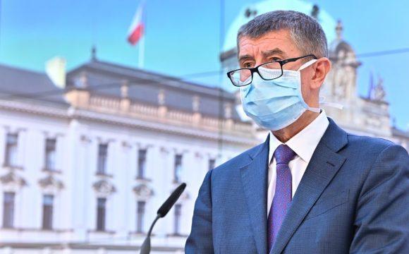Koronavirus: Premiér v porcelánu