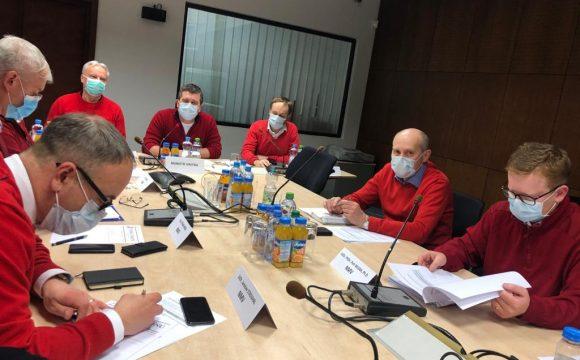 Koronavirus: Bratrstvo červených svetrů nakupuje čínské respirátory
