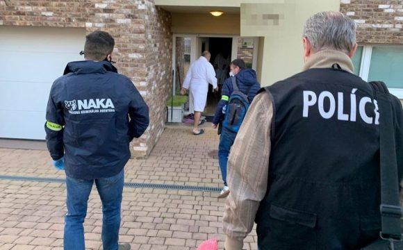 Slovenská firma z impéria zbrojaře Strnada je podezřelá, že dávala milionové úplatky