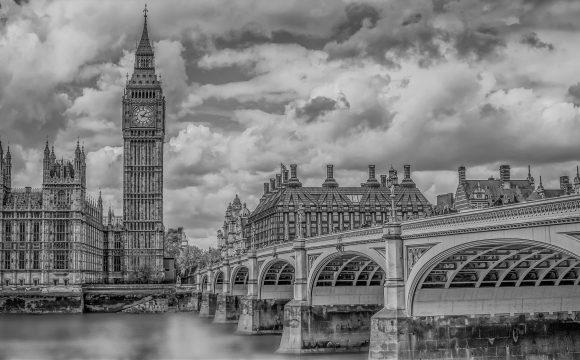 Labouristé: Británie musí skoncovat s praním špinavých peněz