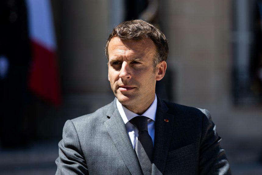 Projekt Pegasus: Napíchnutý Macron